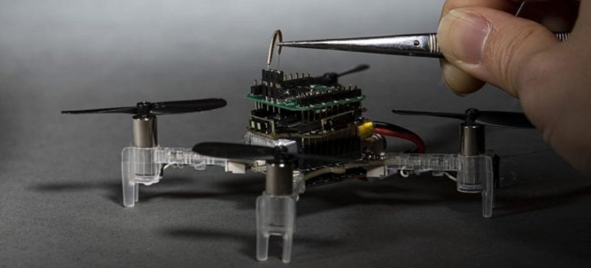Cientistas criam drone biônico capaz de detectar cheiros com uma antena de mariposa