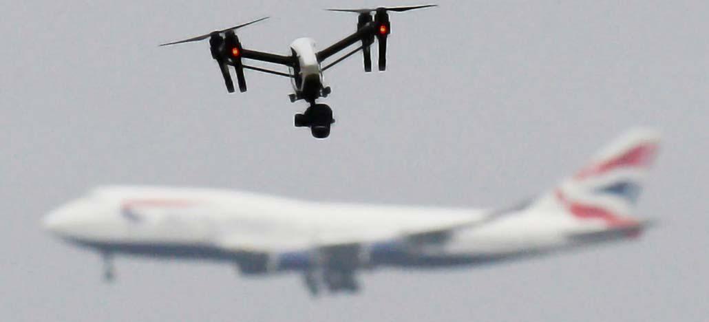Piloto de jato comercial desvia por pouco de drone em Londres