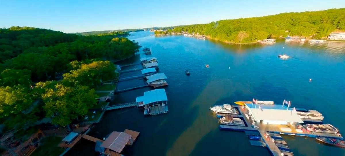 Video incrível com drone FPV mostra lago gigante nos EUA e turistas se divertindo