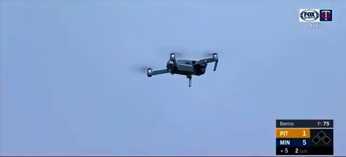 Drone voando ilegalmente atrasa partida do MLB, competição de beisebol