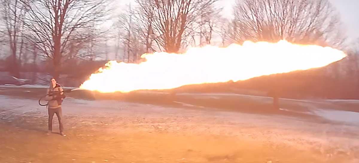 Piloto profissional de drones faz takes incríveis de lança-chamas em ação