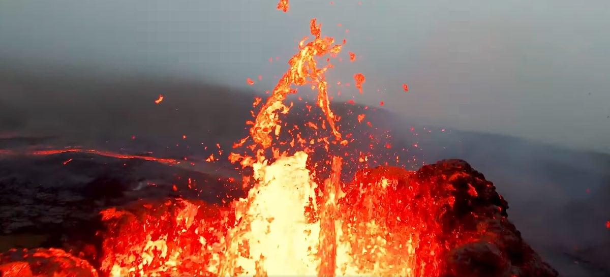 Veja vídeos sensacionais de vulcão em erupção na Islândia filmados por drones