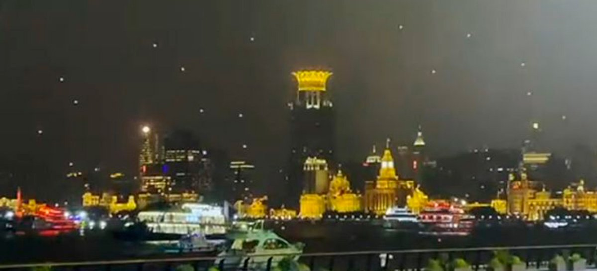 Veja dezenas de drones caindo durante apresentação noturna na China