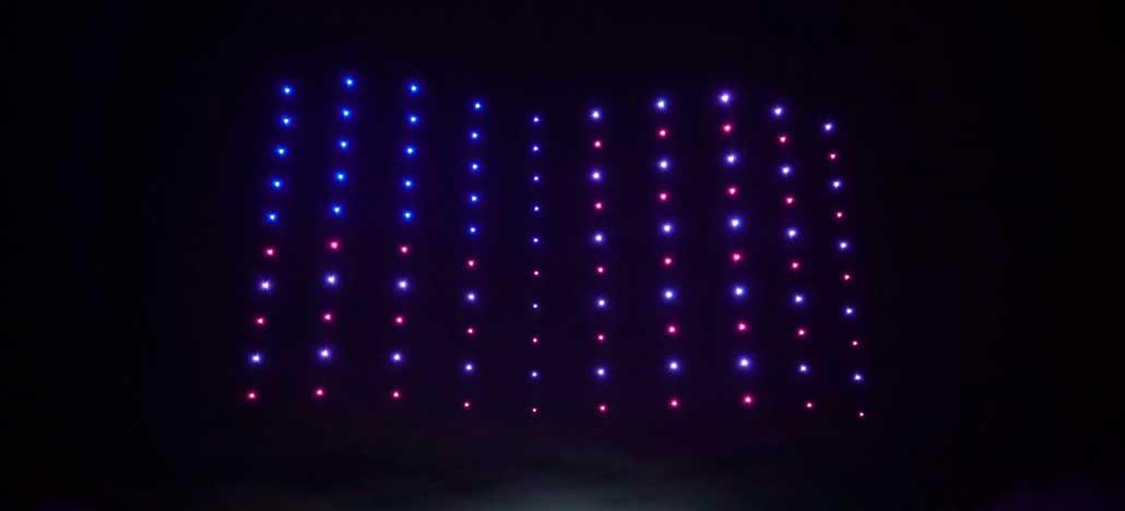 Firefly surpreende com apresentação de dezenas de drones iluminados