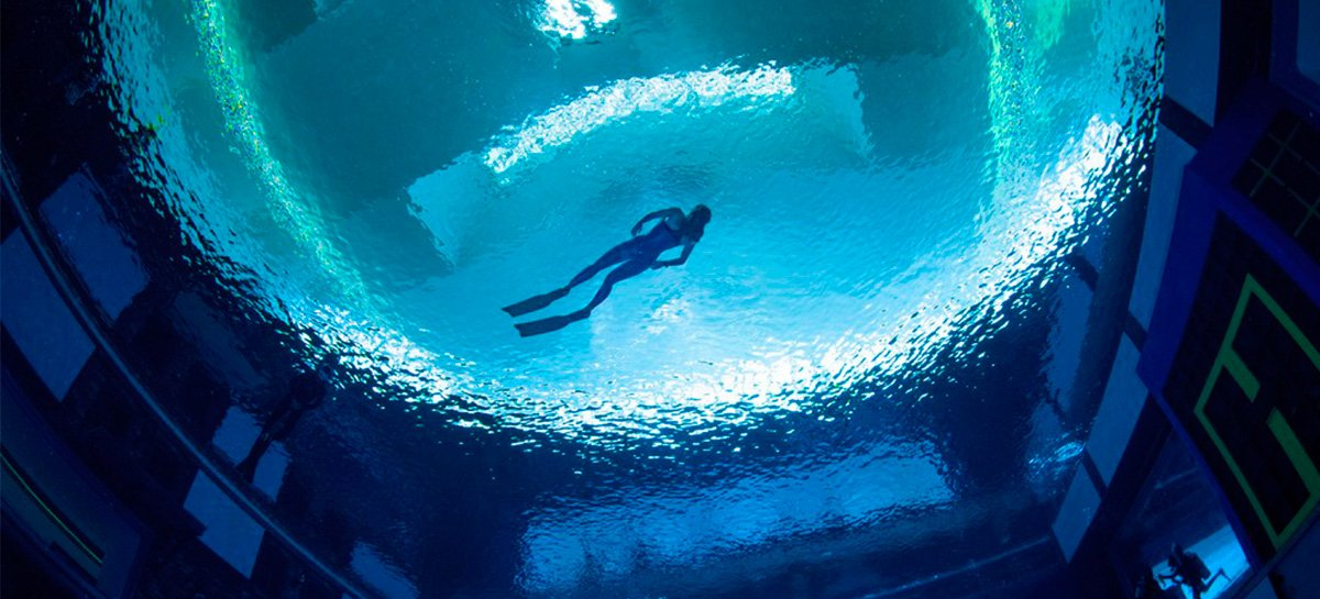 Piscina mais profunda do mundo é inaugurada em Dubai - veja fotos e vídeo