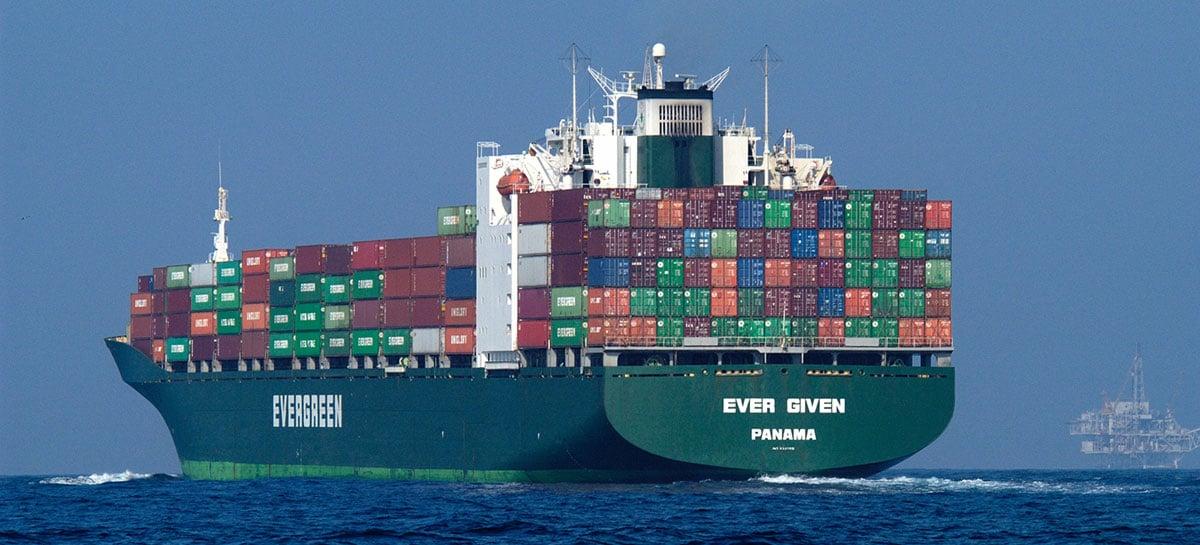 Desencalhou: Ever Given volta a navegar após trancar canal de Suez por 6 dias