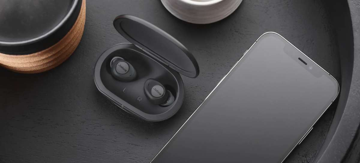 Fone Jabra Enhance Plus é ideal para pessoas com perda auditiva leve ou moderada