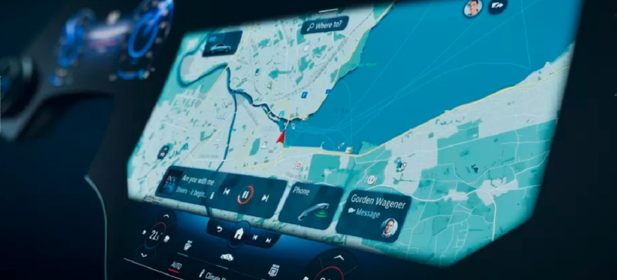 "Mercedes-Benz mostra painel digital Hyperscreen de 56"" para carros elétricos"