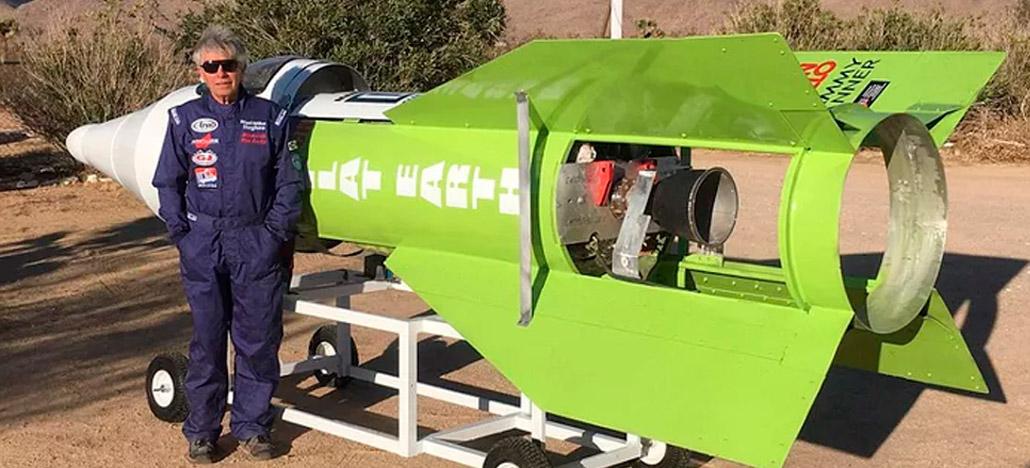 Homem constrói foguete para provar que a terra é plana e se acidenta no lançamento