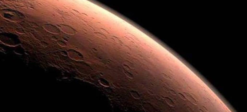NASA encontra água congelada logo abaixo da superfície de Marte