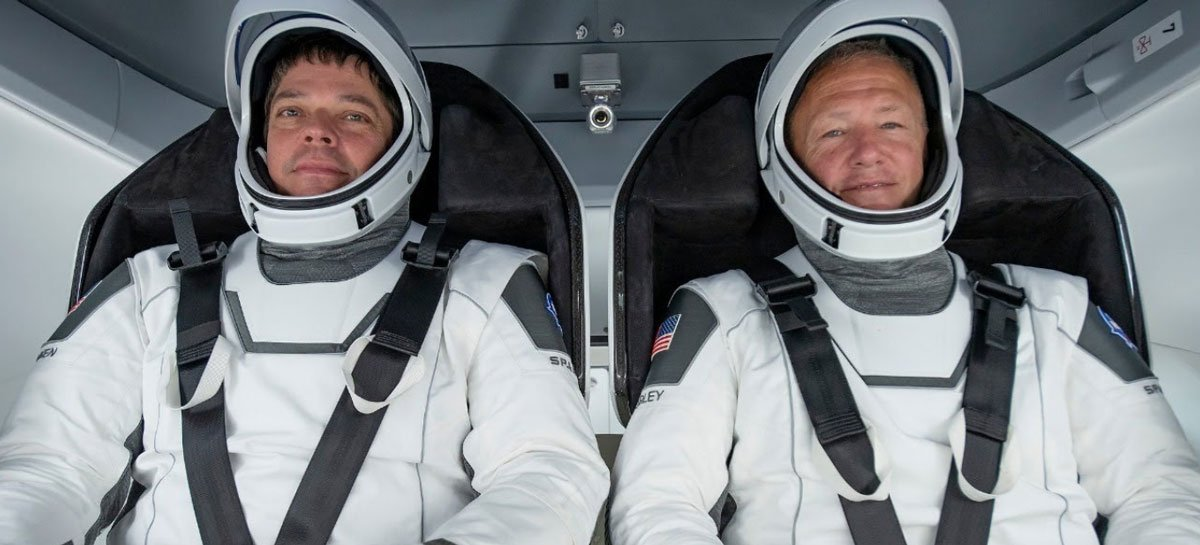 Astronautas da NASA farão primeira reentrada por amaragem em 45 anos neste sábado