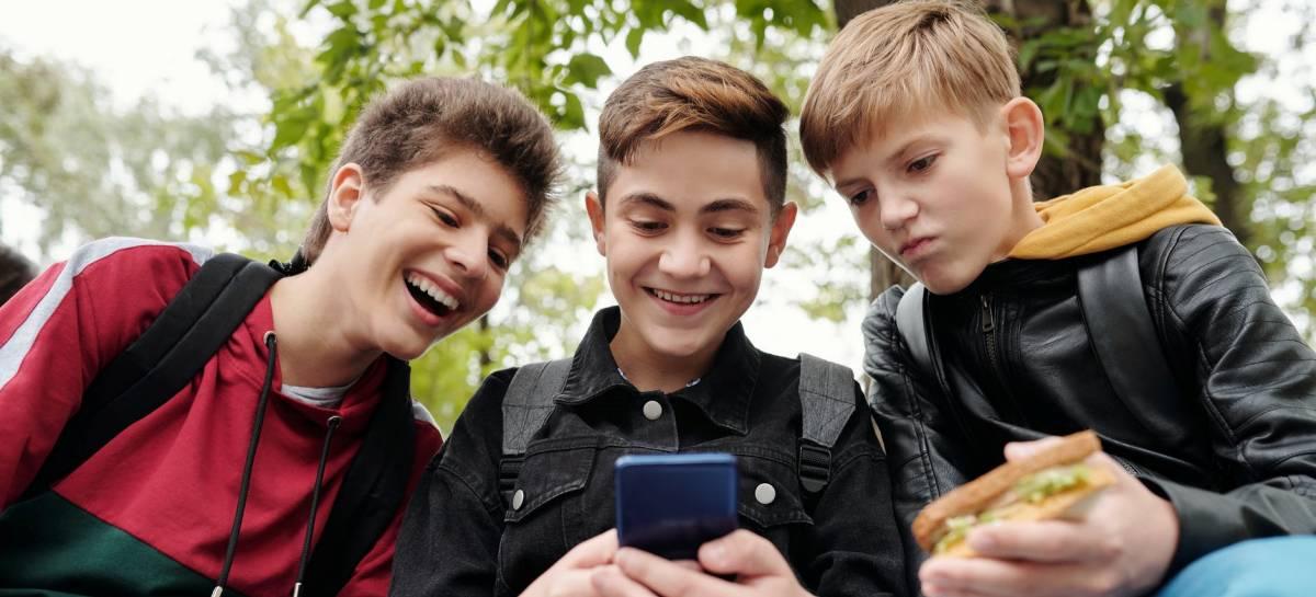 63% dos brasileiros gastam dinheiro com jogos para celular, indica pesquisa