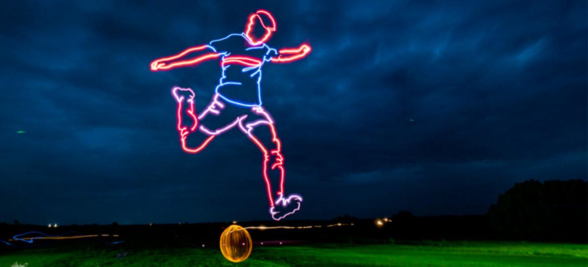 Artista cria imagem de jogador de futebol com Drones