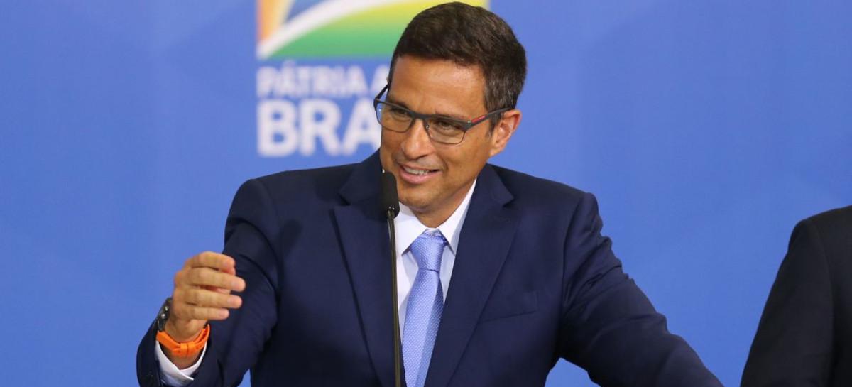 Presidente do BC diz que Pix e WhatsApp Pay são demandas da sociedade