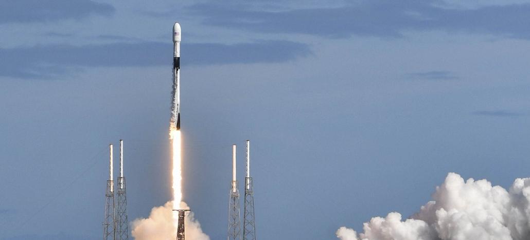 SpaceX lança ao espaço 60 satélites Starlink para oferecer internet espacial