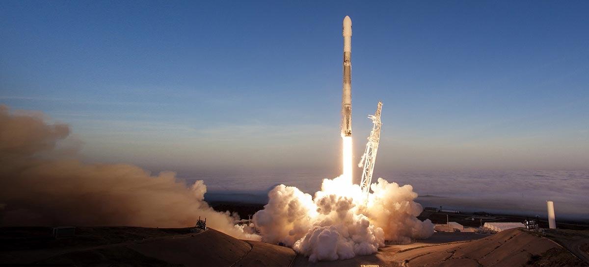 SpaceX Falcon 9 lança mais 60 satélites Starlink e pousa com segurança