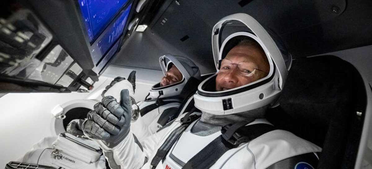 Entediados, astronautas da NASA passam trotes enquanto aguardam resgate