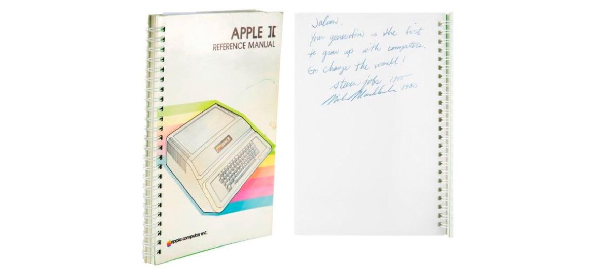 Manual do Apple II autografado por Steve Jobs é vendido por US$ 780 mil em leilão