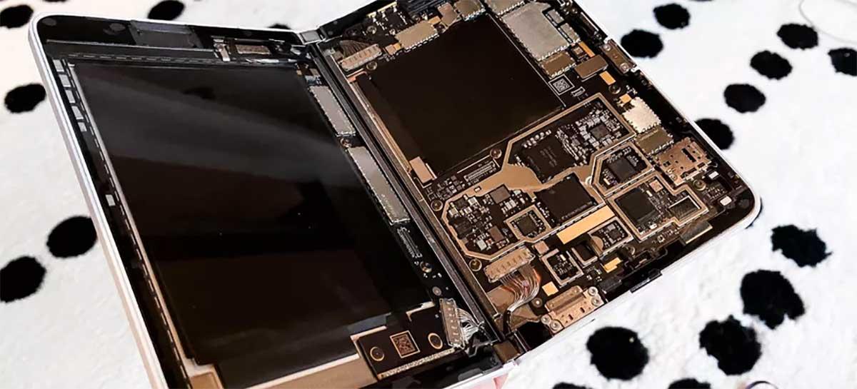 Veja como é por dentro do Microsoft Surface Duo de tela dupla