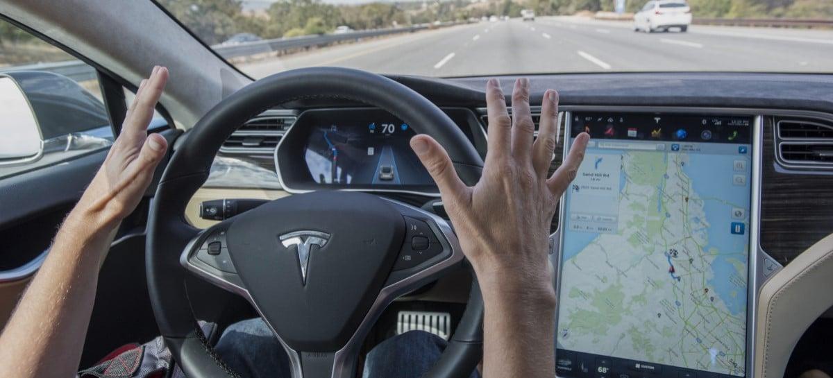Vídeo mostra carro da Tesla detectando sinal vermelho e parando sozinho