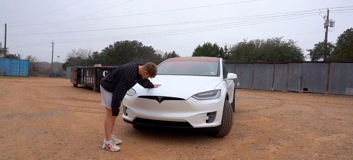 Como é fazer viagens longas com um Tesla? Um YouTuber fez o experimento