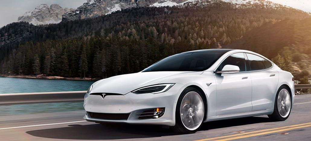 Donos de carros Tesla ficam presos fora do veículo após app sair do ar
