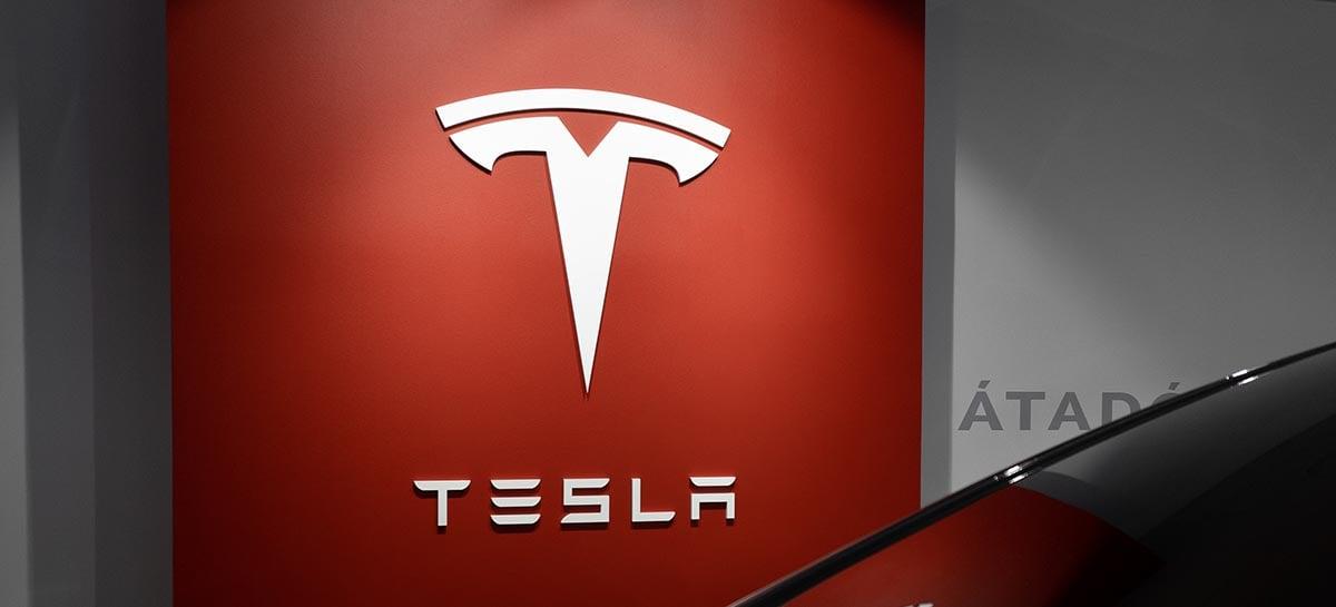 Tesla vende 241.300 carros em três meses enquanto outras fabricantes retrocedem
