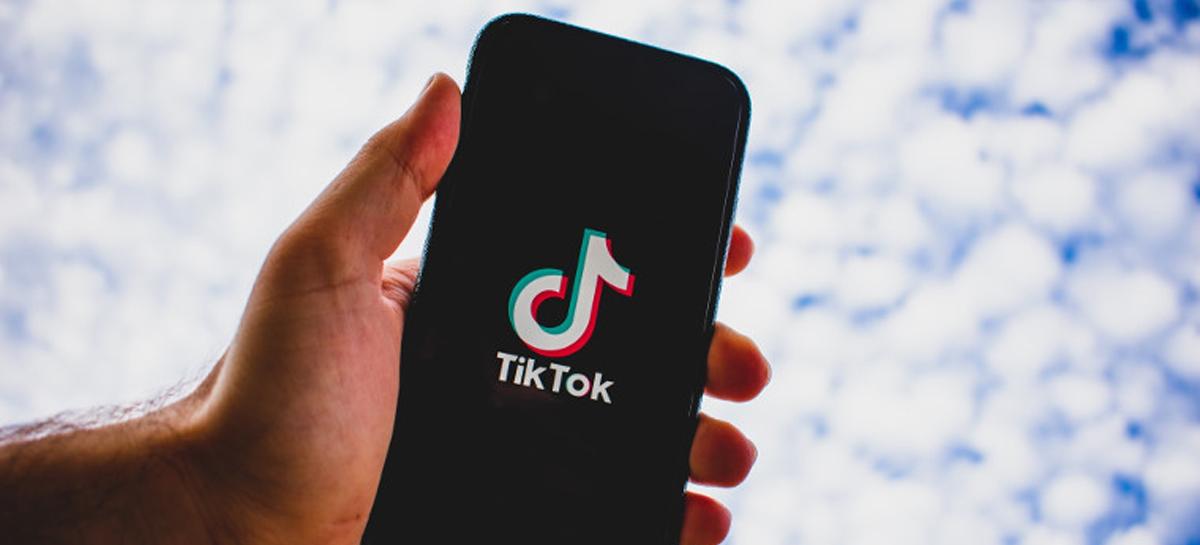 Donald Trump assina ordens executivas que podem banir TikTok e WeChat dos EUA