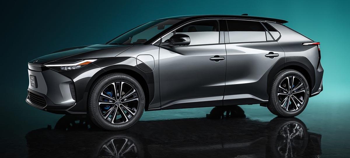 Toyota exibe seu primeiro carro elétrico que será lançado ano que vem